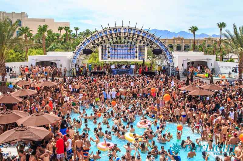 DAYLIGHT Beach Club: Bottle Service & Pool Guide [2020] | Vegas Primer